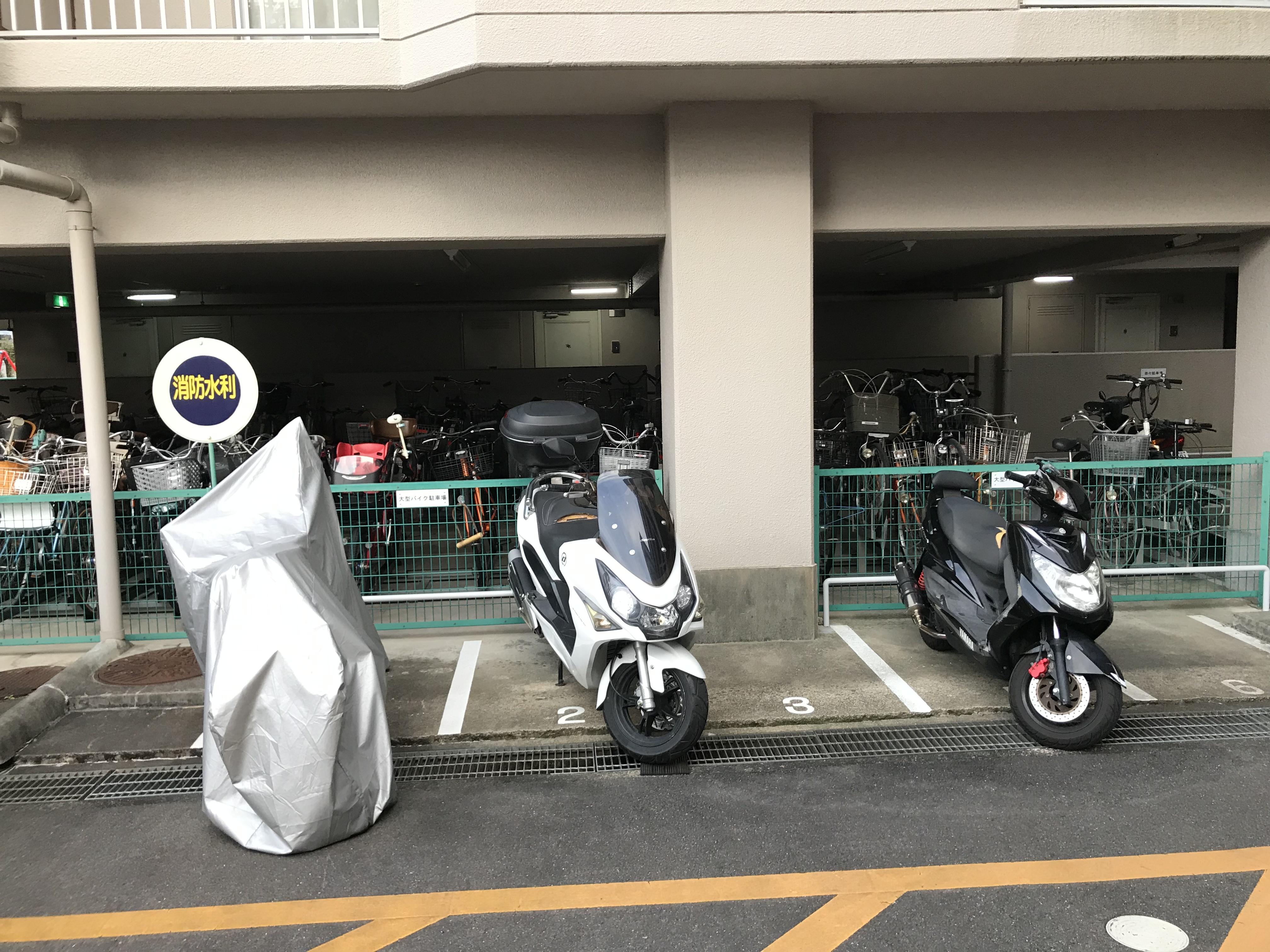 マンション併設の駐車場
