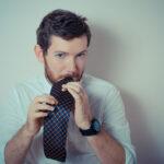 結婚式のネクタイの色、友人なら何を選ぶ?マナーに合って人気の色は