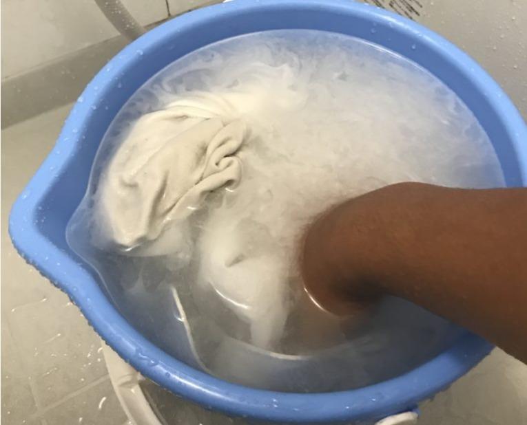 洗剤をいれてつけおき洗い