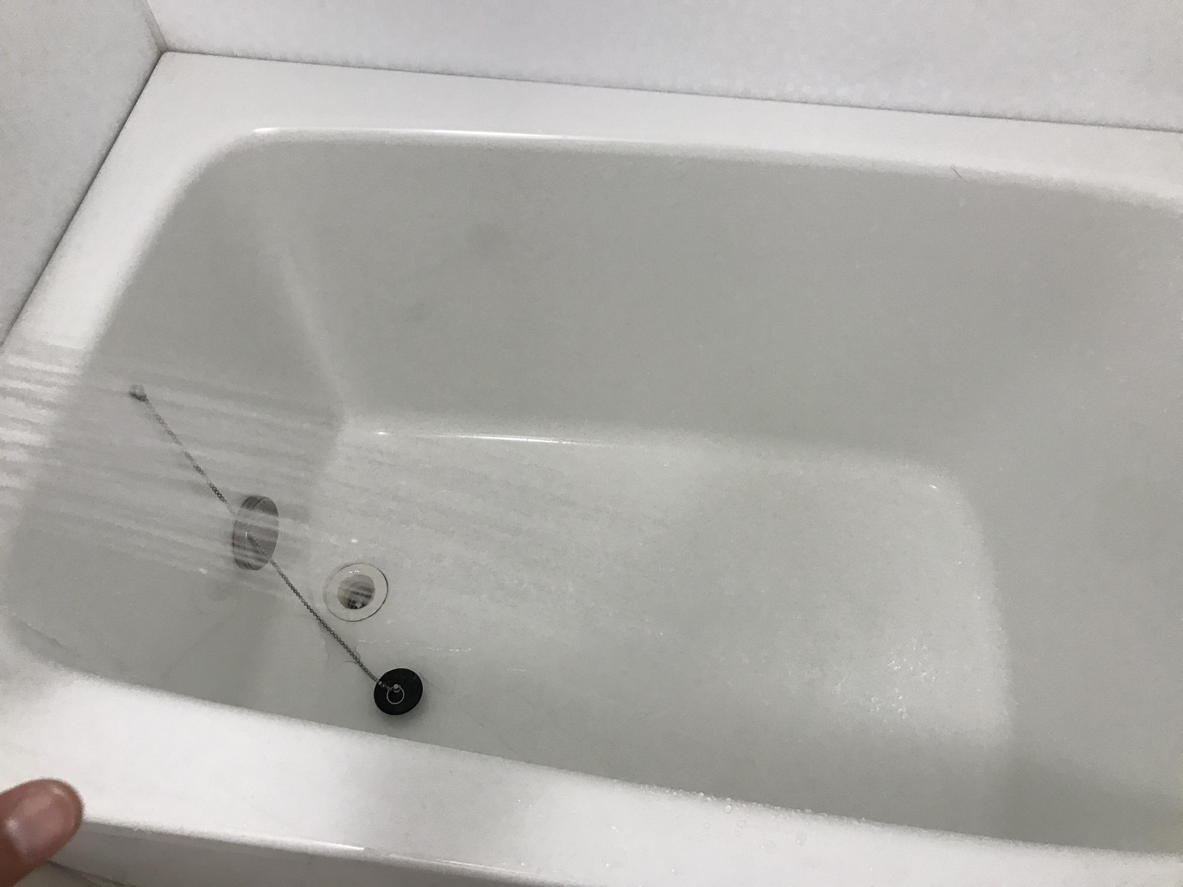 浴槽内を水ですすぐ