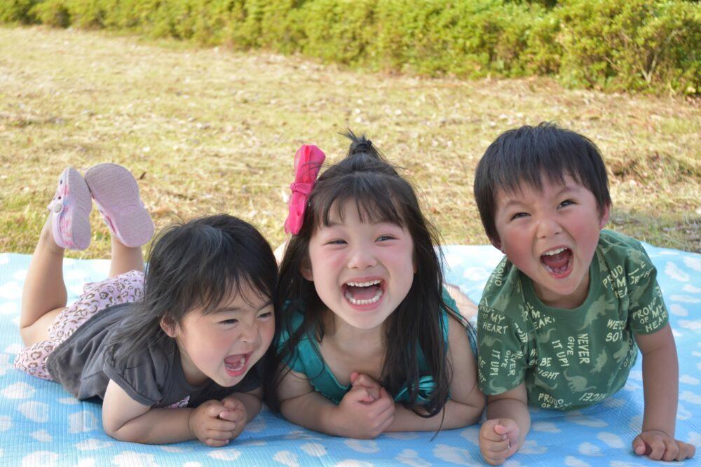 子供の笑顔ラフティング